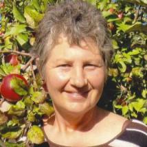 Judy Bertling - one apple head & shoulders 141012